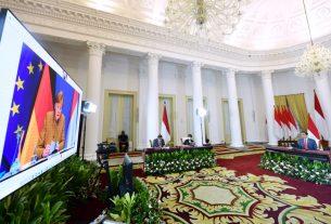Presiden Jokowi didampingi Menlu dan Seskab melakukan pertemuan bilateral dengan Kanselir Jerman Angela Merkel, secara virtual, dari Istana Bogor, Selasa (13/04/2021) sore.