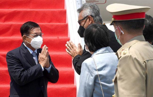 Panglima Militer Myanmar Jenderal Min Aung Hlaing saat tiba di Bandara Internasional Soekarno Hatta. Foto : Setpres.